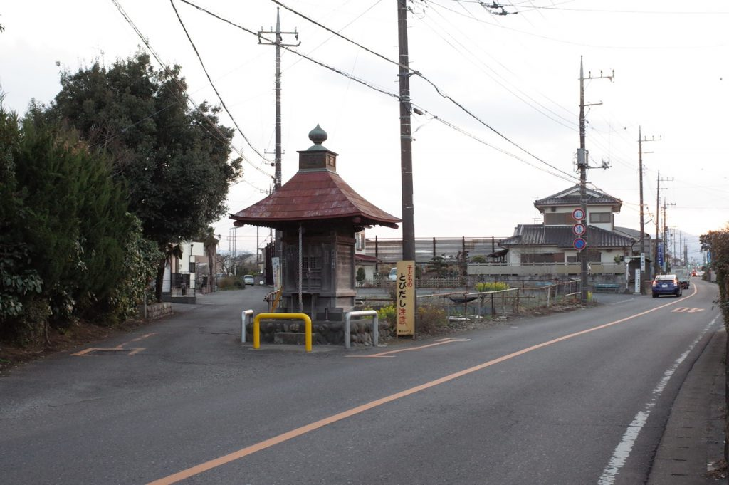 二本木地蔵前(西武バス)